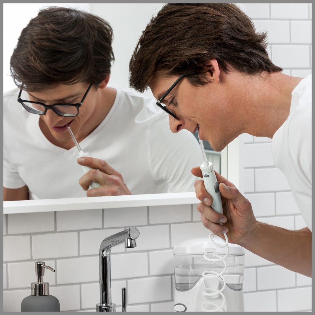 Dantų apnašų valymas sunkiai pasiekiamose vietose
